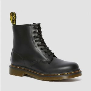 DOC MARTENS 1460 SMOOTH LEATHER LACEUP BLACK BOOTS
